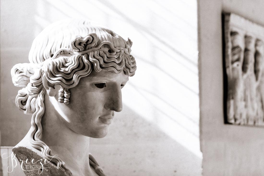 B&W_photo_Sculpture_Louvre.jpg