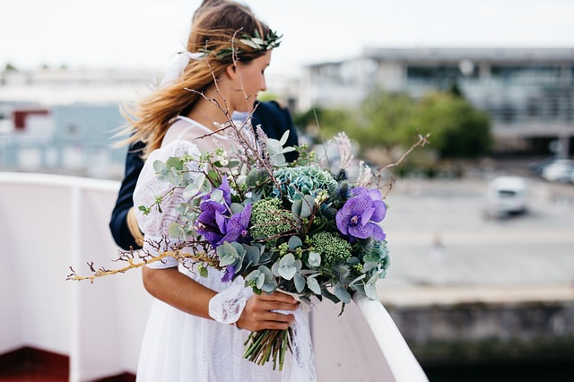 Oversized bouquets, mauves and neutral palettes are big trends this wedding season.
