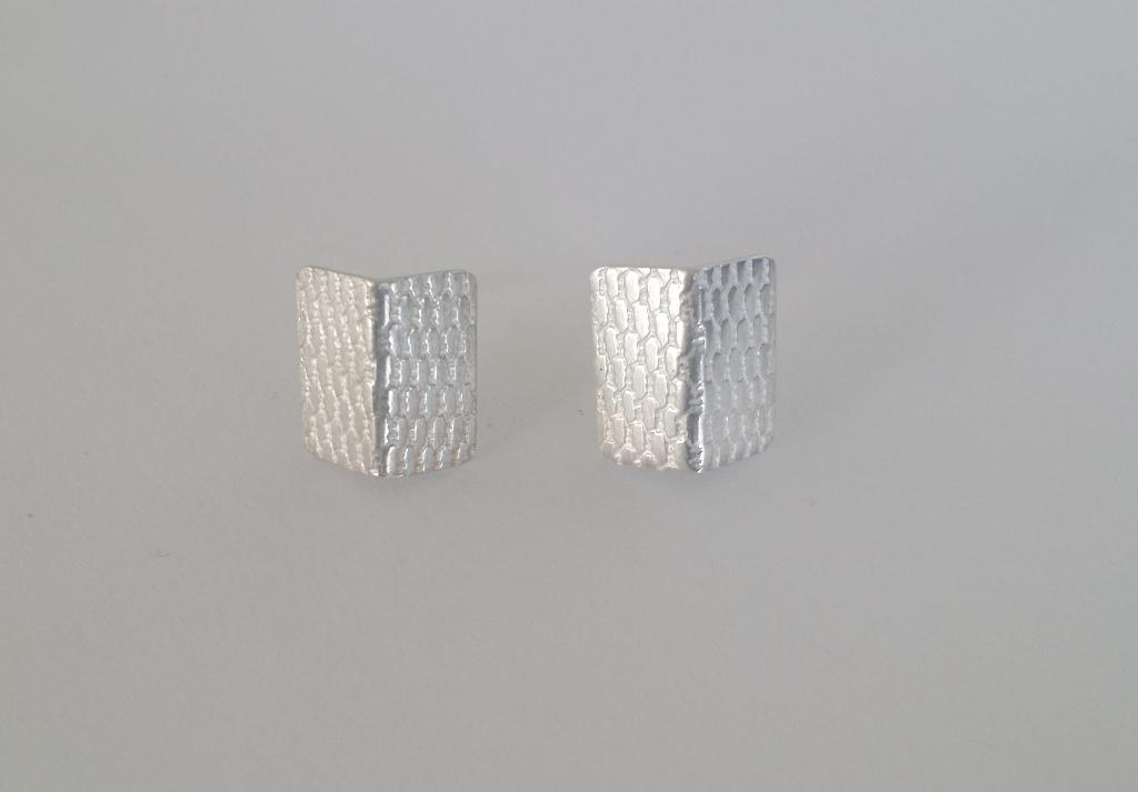 DLG-046 108 EarringsFoldTextured studs.jpg