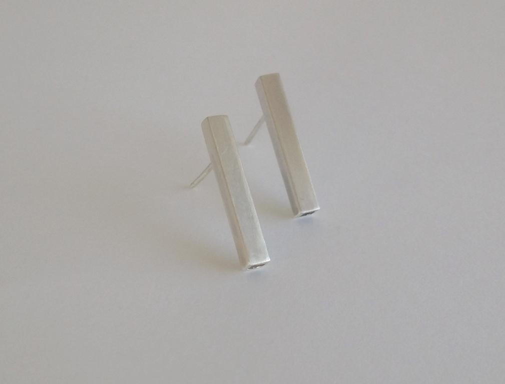 DLG-052 148 EarringsCube studs.jpg