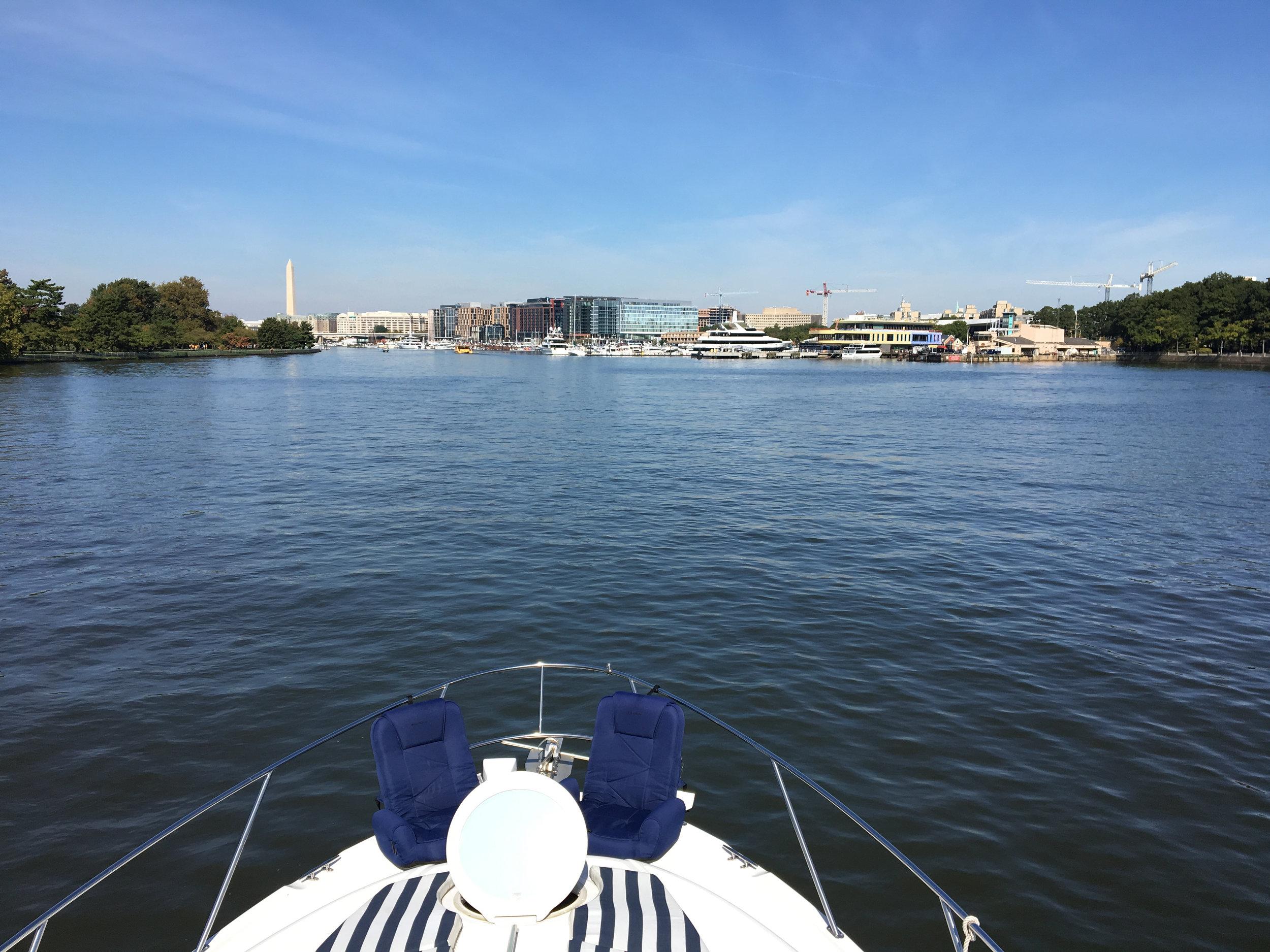 Bow underway, Washington Channel