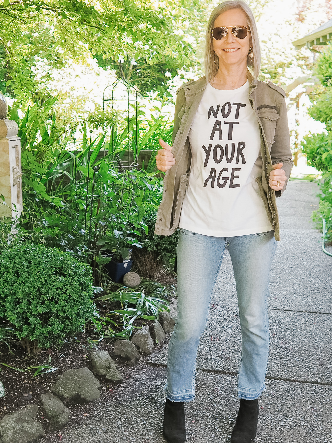 This awesome t-shirt is a collaboration between Fanny Karst and Advanced Style and I love it!