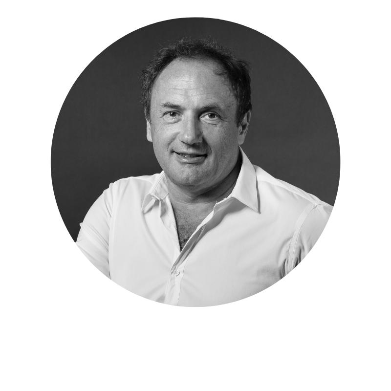 Ludovic Le Moan - Les mots ne viennent pas à manquer lorsqu'il faut présenter Ludovic Le Moan. Tout comme ses idées, d'ailleurs. Car ce « serial entrepreneur » avec un grand « E » en a fait et créé des « choses » dans sa vie. A commencer (par la fin) par Sigfox, le géant actuel du réseau 0G pour objets connectés et l'IoT Valley, pour ne citer qu'eux. Le mieux pour le présenter est encore de venir l'écouter.