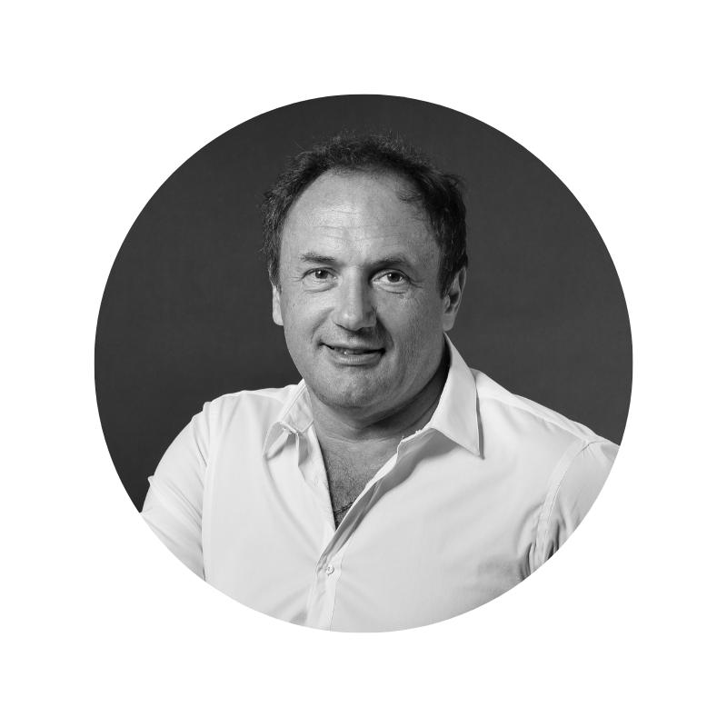 Ludovic Le Moan - CEO & Co-Founder @SigfoxLes mots ne viennent pas à manquer lorsqu'il faut présenter Ludovic Le Moan. Tout comme ses idées, d'ailleurs. Car ce « serial entrepreneur » avec un grand « E » en a fait et créé des « choses » dans sa vie. A commencer (par la fin) par Sigfox, le géant actuel du réseau 0G pour objets connectés et l'IoT Valley, pour ne citer qu'eux. Le mieux pour le présenter est encore de venir l'écouter.