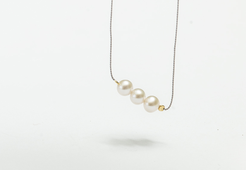 FRESHWATER - ADJUSTABLE  BRACELETS AND NECKLACES WITH ONE OR THREE FRESHWATER PEARLS. THE FRESHWATER PEARLS HAVE A BEAUTIFUL HIGH LUSTER WITH ONLY MINOR IMPERFECTIONS.HAND MADE IN OUR ATELIER IN GERMANY