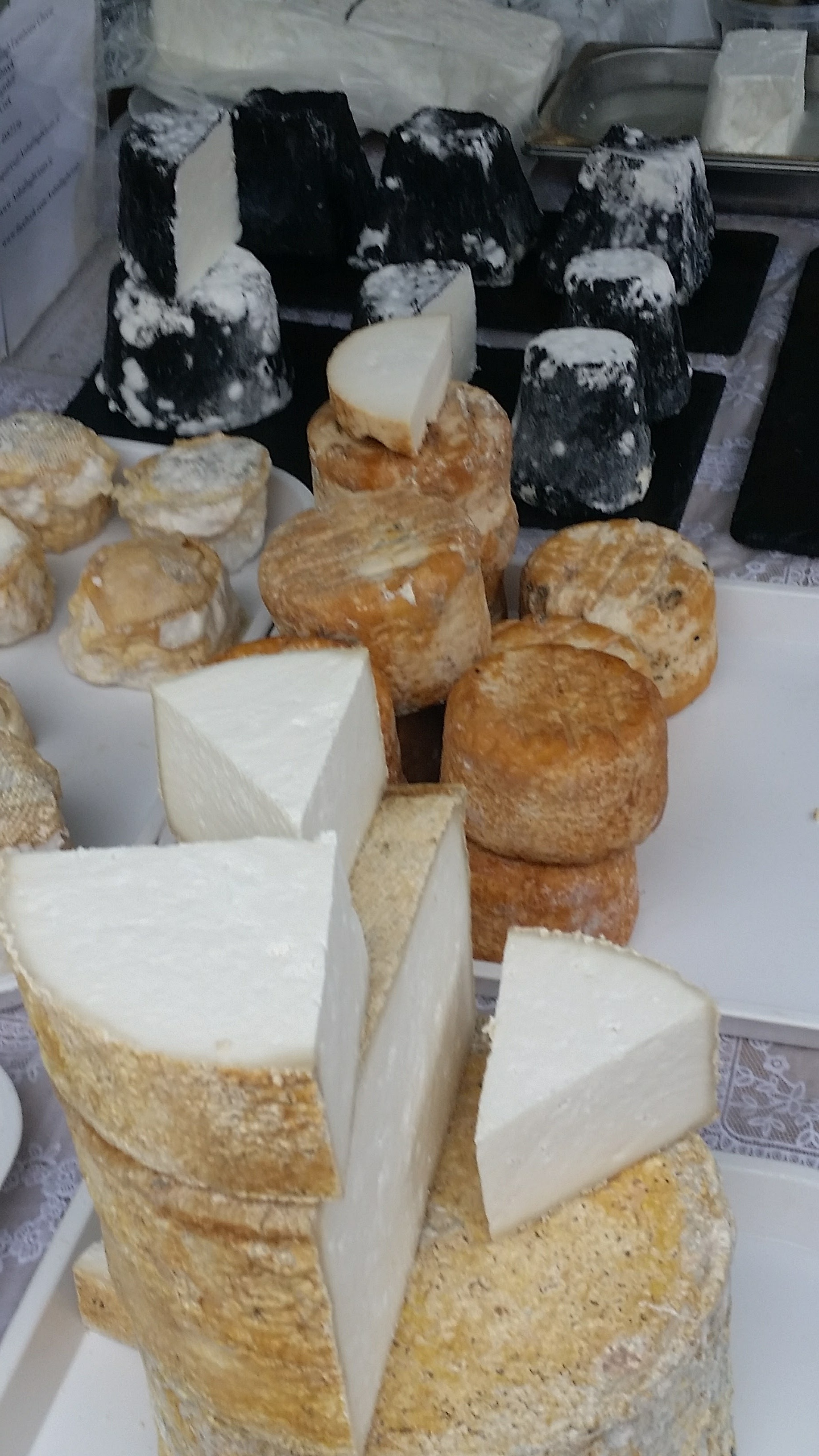 Artisan cheese, a traditional way of preserving food