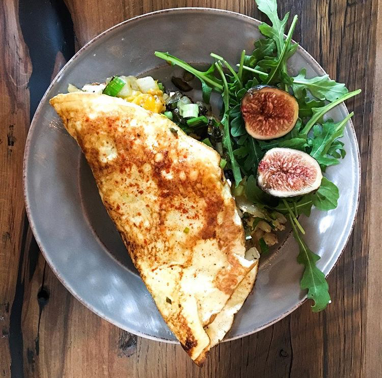 Vegetable Omelet with arugula and figs