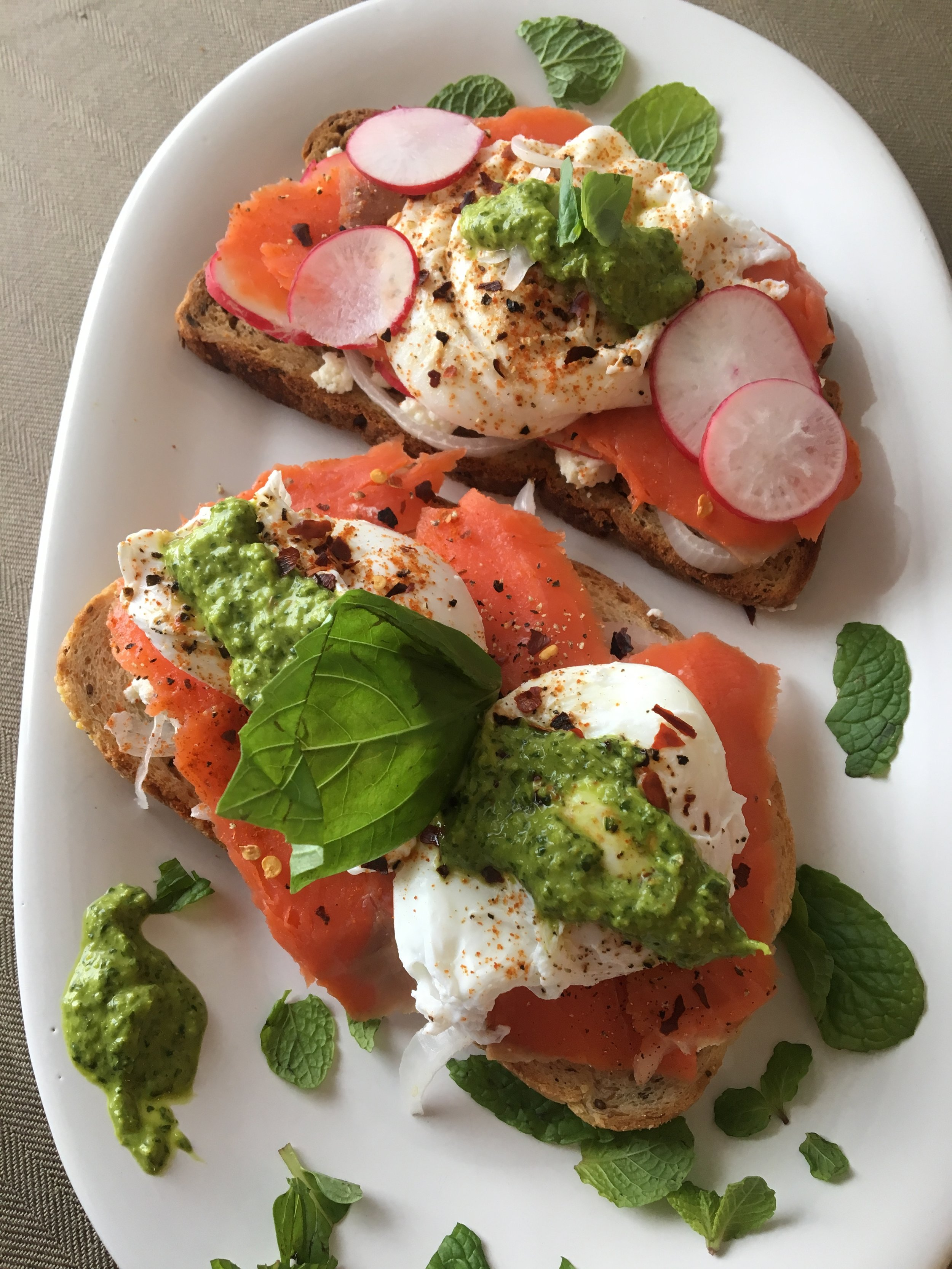 Salmon lock toast with goat cheese