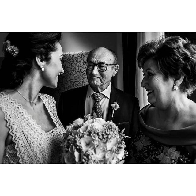 Emotions @punzano_ - www.thewedroads.com - #gettingready #love #moment #family #weddingday #bride #bridal #dress #bridaldreams #dressbridalmaids #weddinglove #weddingart #weddingmoments #weddingswithlove #weddingdays #lovefamily #thewedroads #weddingspain #photographers #details #people #barcelona #weddingbarcelona #barcelonalovers #hug #instafamily #family