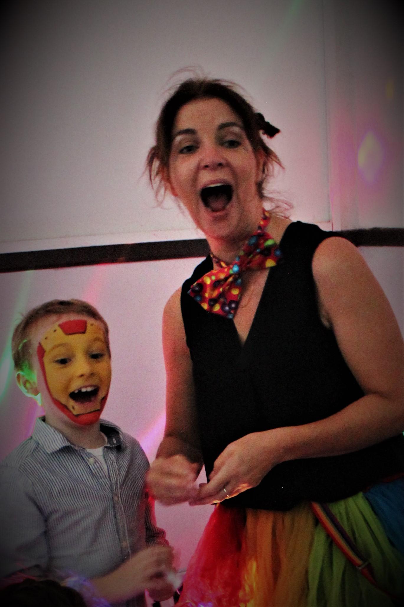 kids party entertainer.JPG