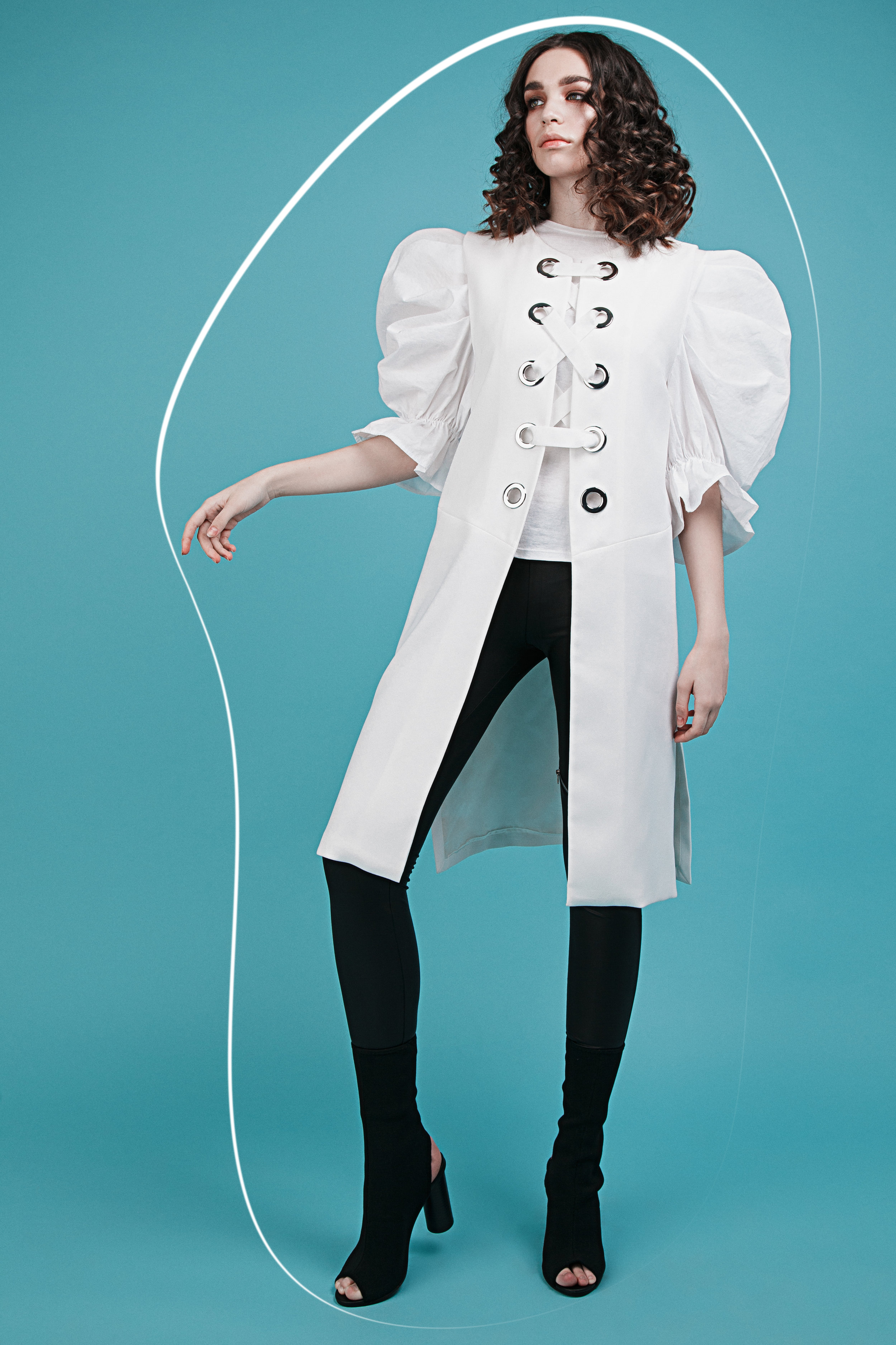 Vest Zara, Leggins Calzedonia, T-shirt Zara, Shoes H&M