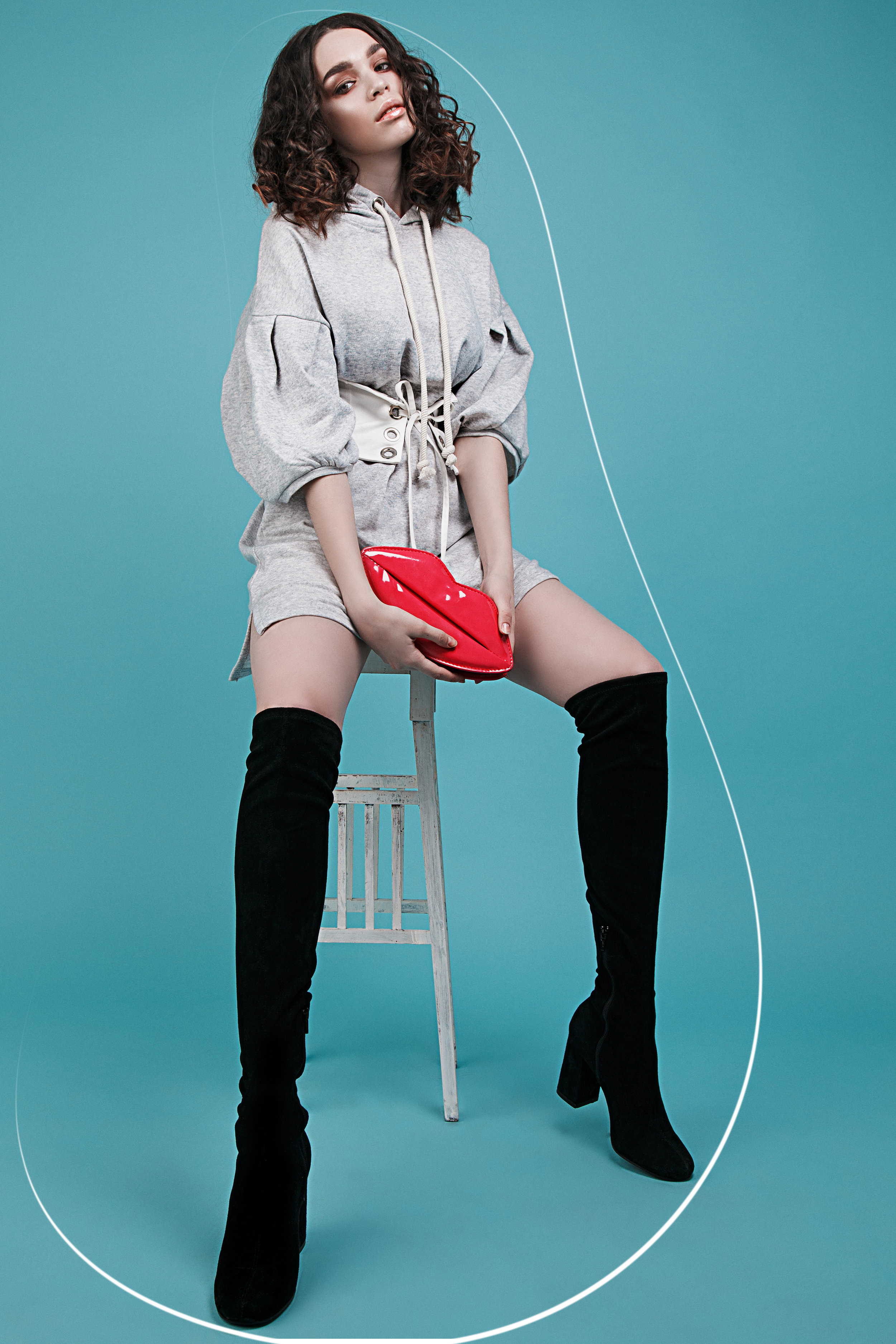 Sweatshirt Bershka, Corset-belt Zara, Boots Zara, bag Lady Collection