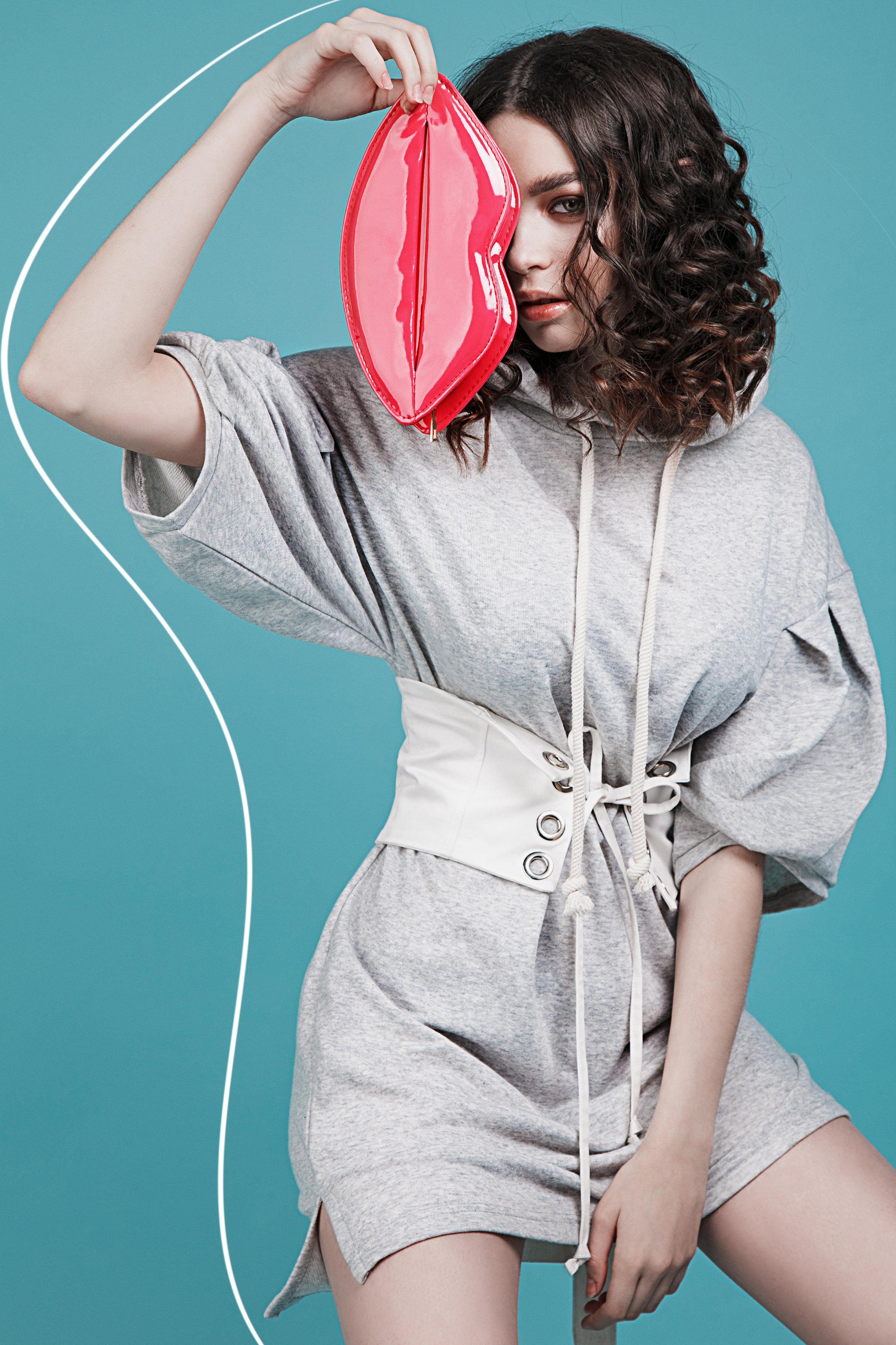 Sweatshirt Bershka, Corset-belt Zara, bag Lady Collection