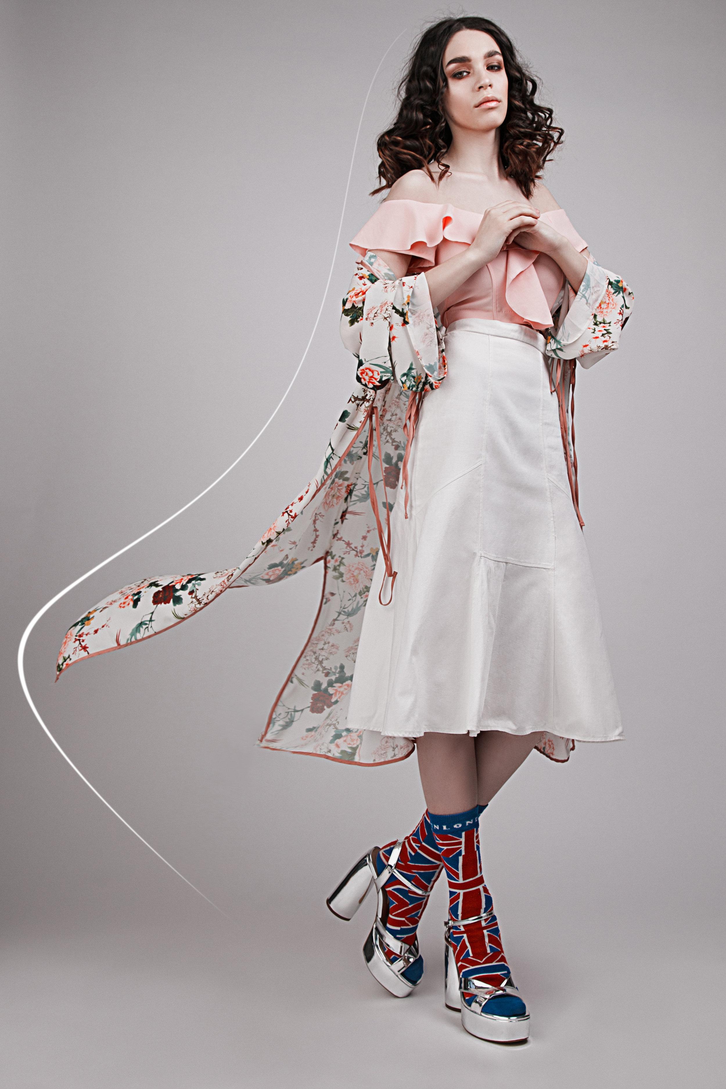 blouse Zara, skirt Befree, shoes Zara, mantle Stradivarius, socks Futurino