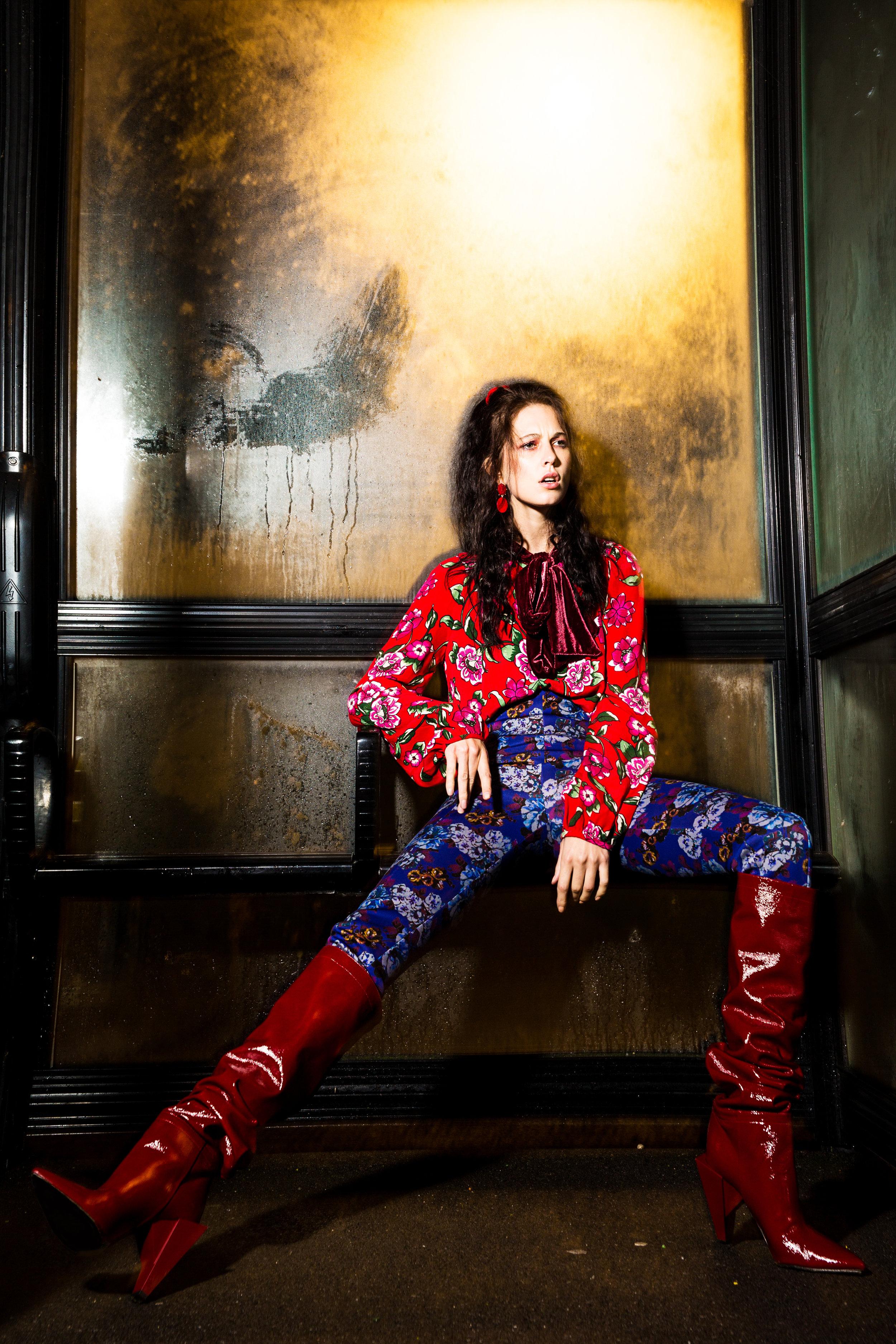 Red patterned blouse - Zara @zara Blue patterned leggings - Zara @zara Red patient boots - Zara @zara