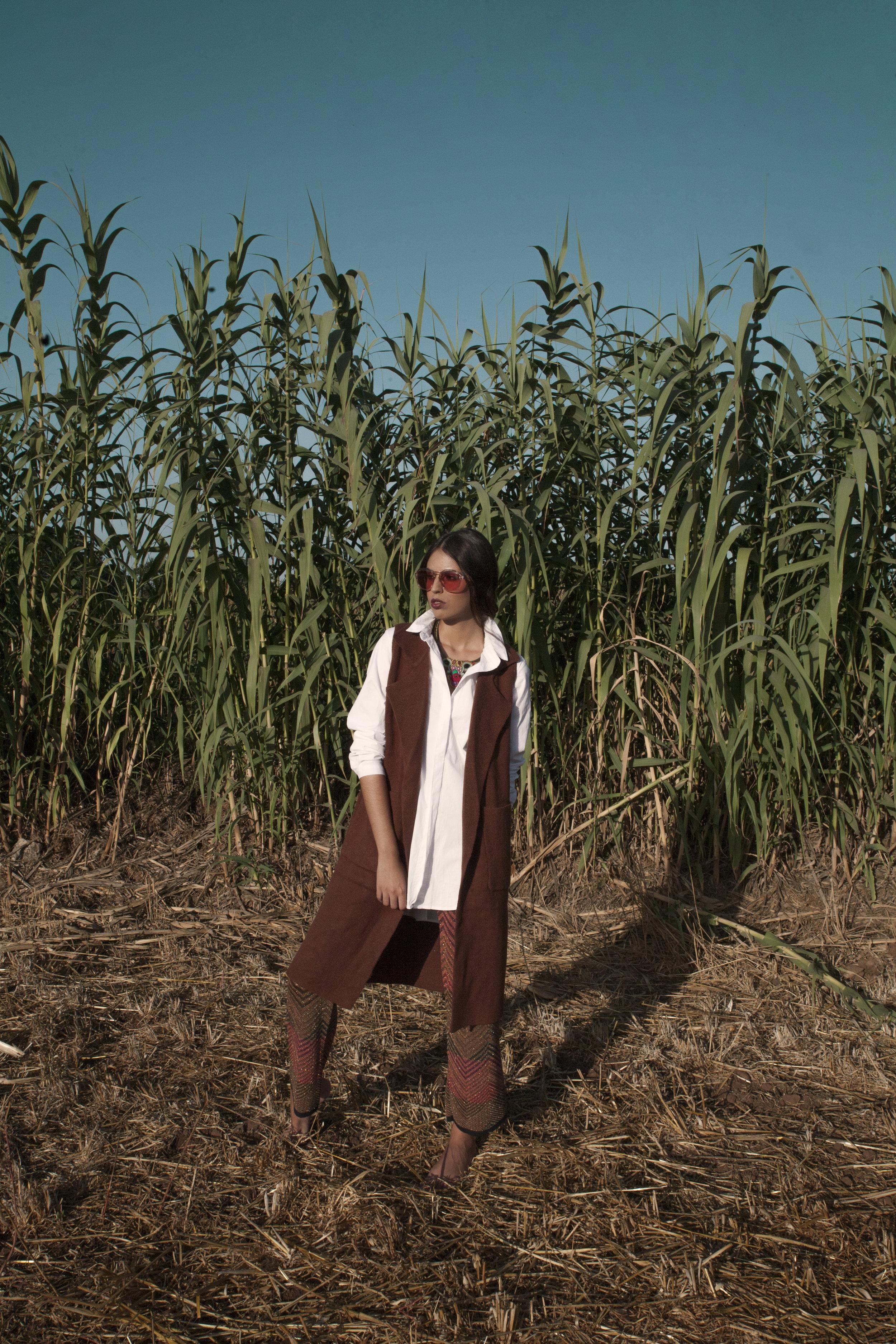 Total looks: Dvega / sunglasses: multiopticas /necklace : Laura Luján