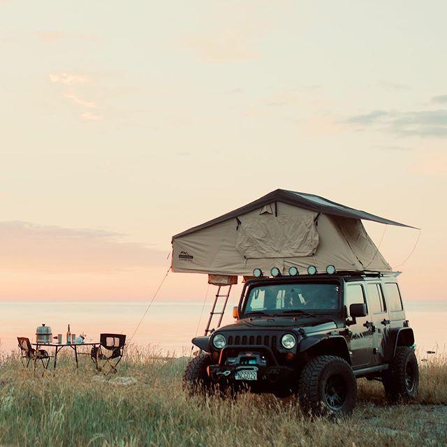 Från och med imorgon (torsdag) har vi ÄNTLIGEN taktält i lager igen föe omgående leverans.  Safari safari Pro S  Safari Pro L. #taktält #rooftoptent #jeepwrangler #jeeplife #rooftent #overland #4x4
