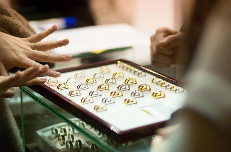 jeweller-hands.jpg