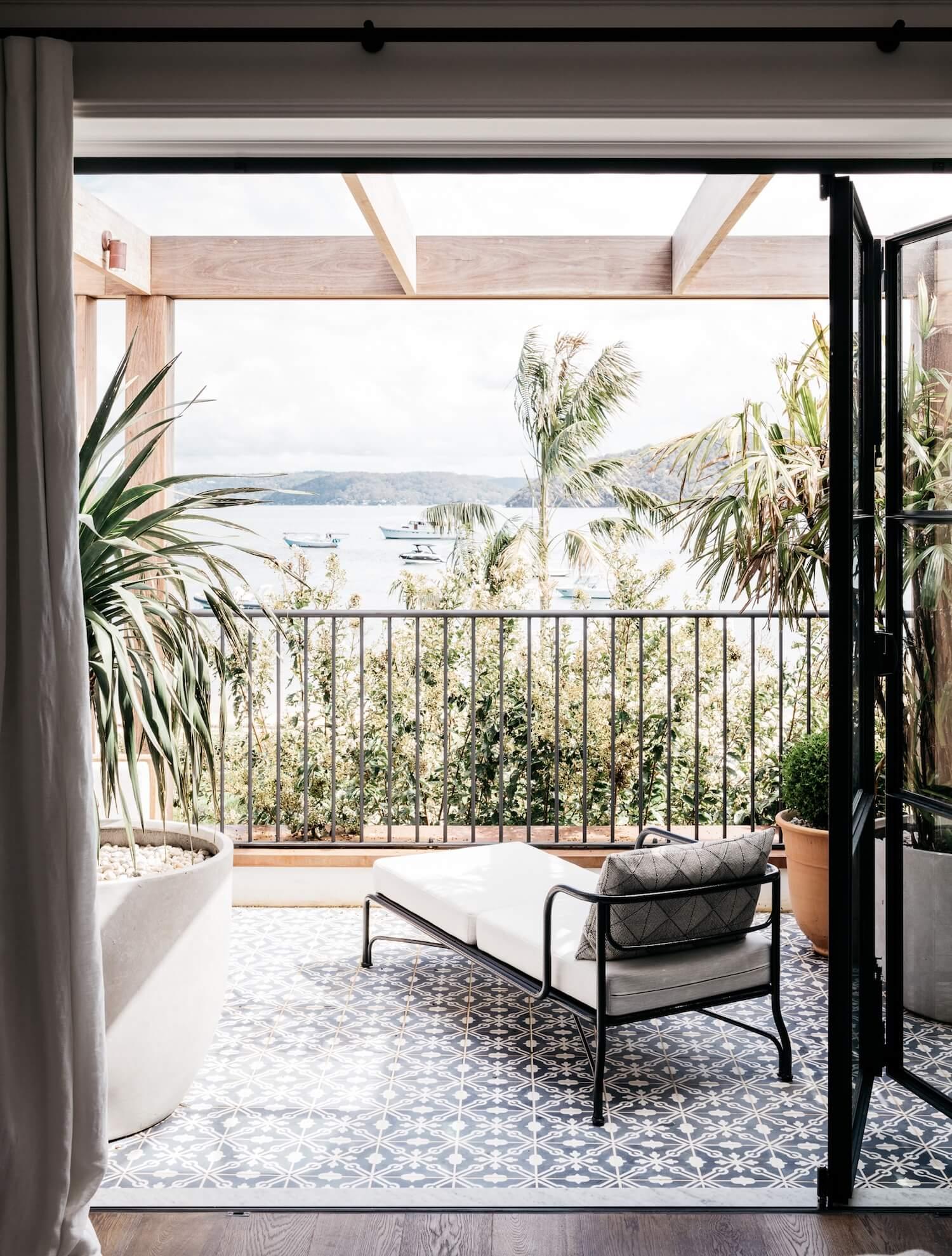 est_living_palm_beach_house_19.jpg