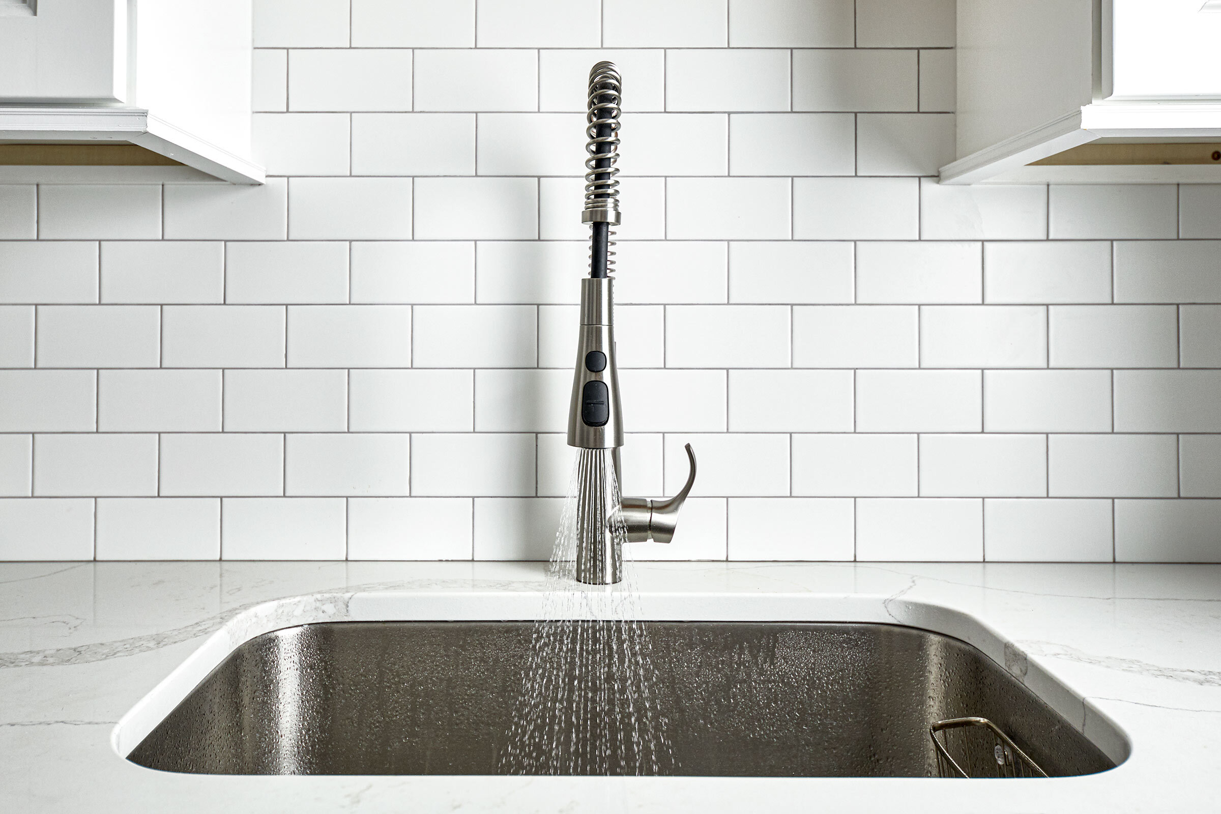 thompson-fine-home-renovations-kitchen-subway-tile-faucet.jpg