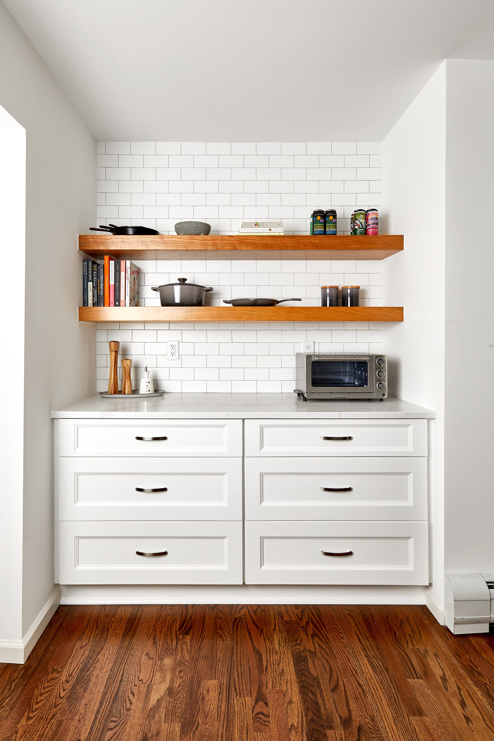 thompson-fine-home-renovations-kitchen-subway-tile-shelf.jpg