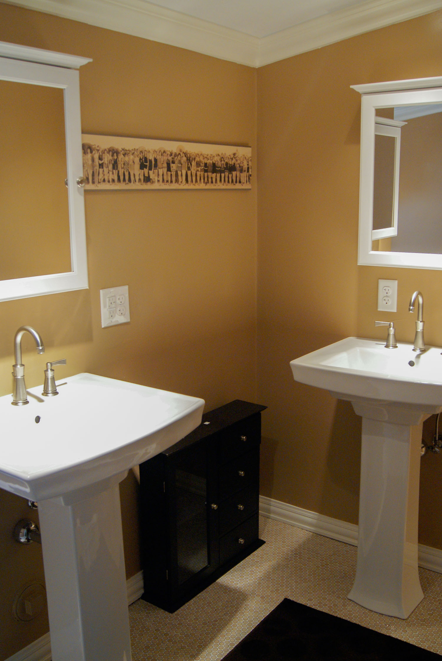 bathroom_2standingsinks_web.jpg