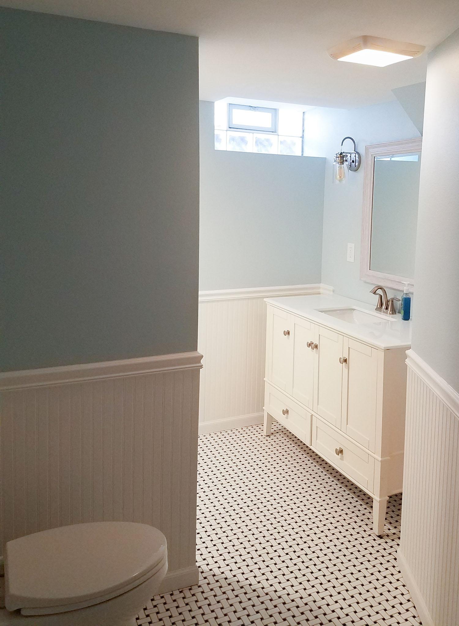 bathroom_whitewainscoat_web.jpg
