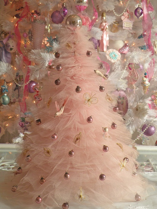 Themed Christmas Tree - Instead of your traditional green tree with ornaments, you can do a colored tree, a deer antler tree, a ribbon tree, the possibilities are endless. From there you can do certain colored ornaments only, or only lights. Customize a tree to look like a reflection of your inner interior decorator!