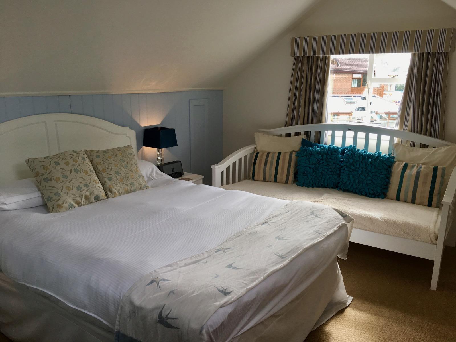 The Fishbourne Ryde King Room Bed