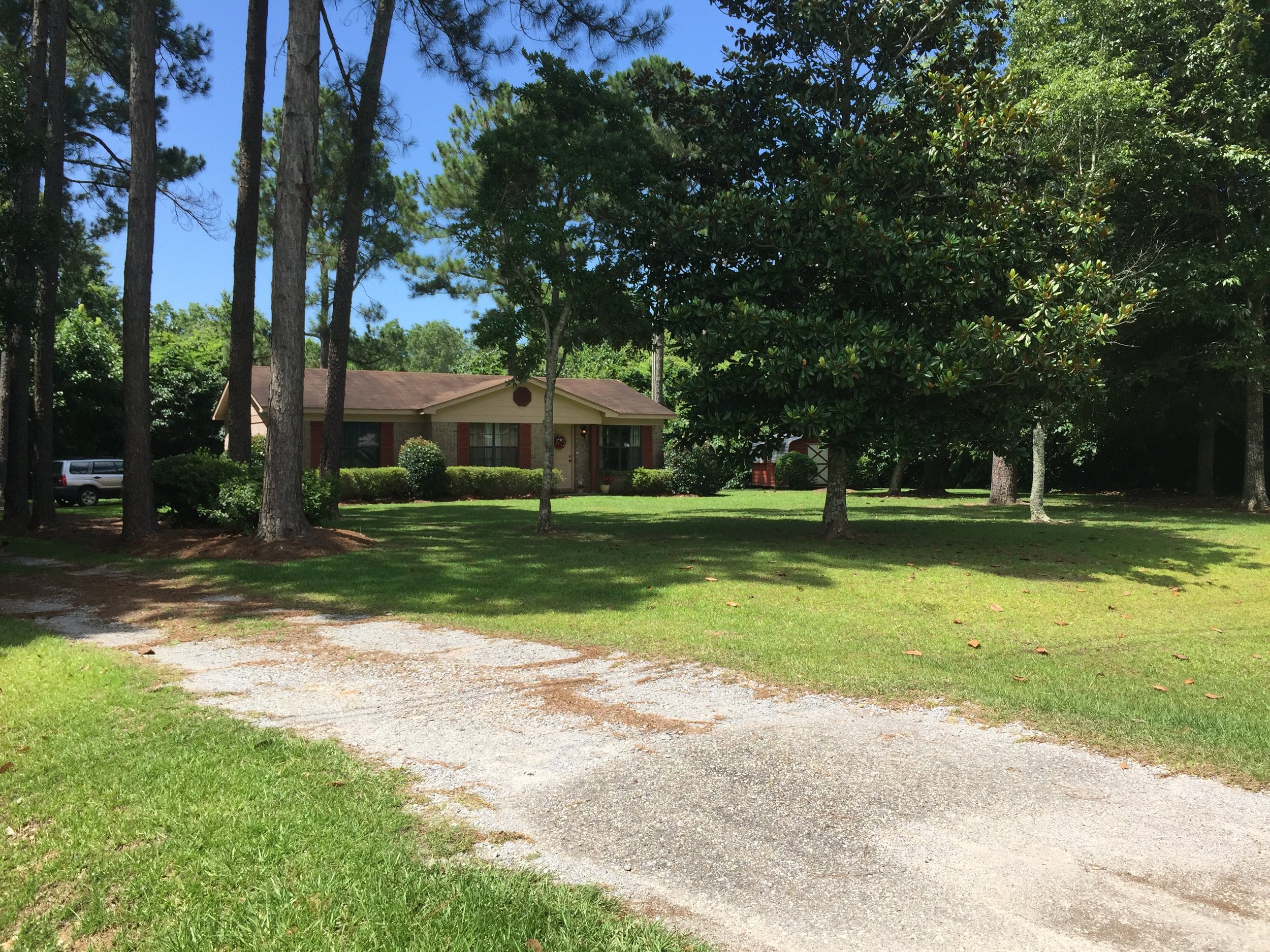 Papa's Cottage is a 2 bedroom, 1 bath home located in Fairhope, AL.