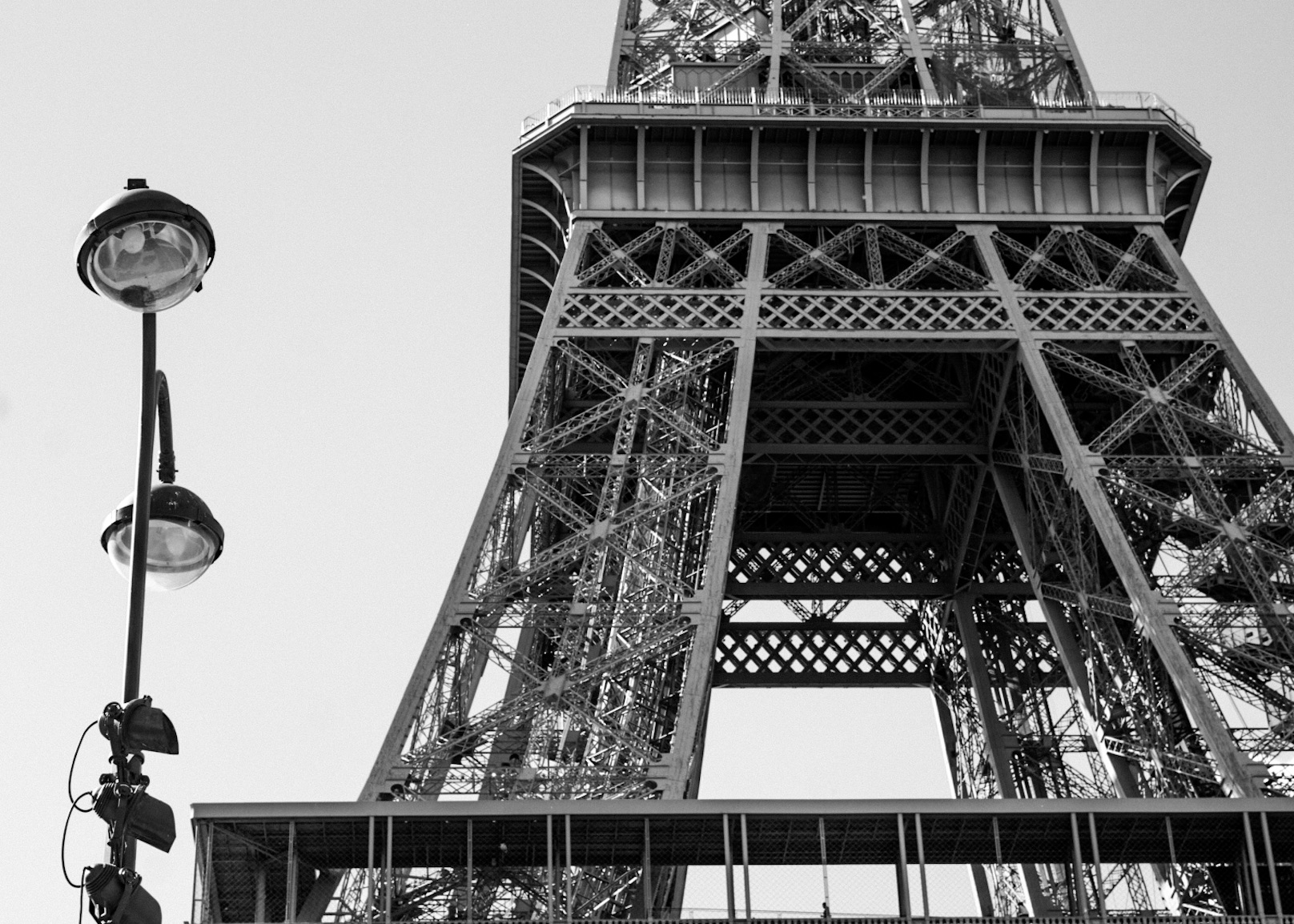 Eiffel_tower with lamp.jpg