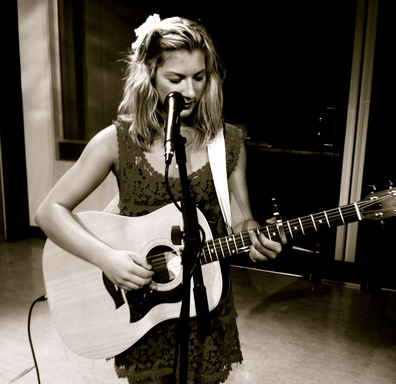 - Sally Wallick is a free spirited singer songwriter in the Okanagan. She performs for weddings, wineries, restaurants, coffee shops, and of course YOGA! Sally sings songs about love and happiness and she does so in a very soulful way where you can feel the music and the emotion that it brings.