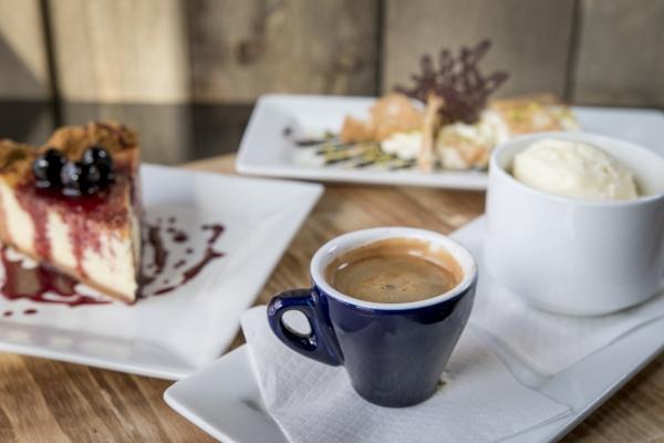 albany photographer.amanda.charles-coffee and dessert small.jpg