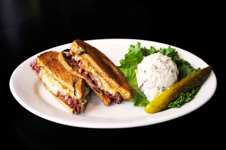 smarty-pants-restaurant_Lil-Brat-Sandwich_lg.jpg