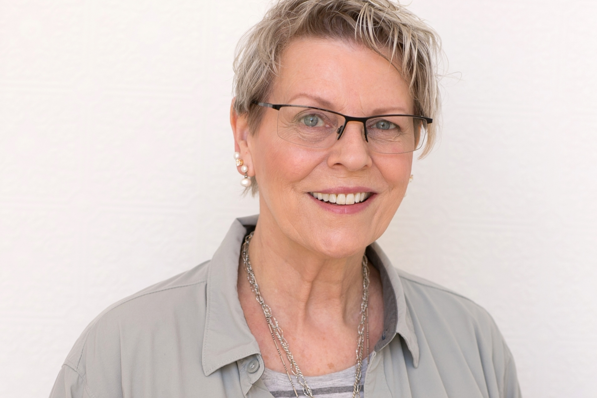 Laurie Hamilton - Co-Owner, Print AgentLaurie joined the agency in 1992. She studied fine art at the University of Vienna, Austria, Fashion Illustration at The Art Institute of Chicago, and received her BA in Advertising and Editorial Art at the University of Kansas. Specializing in print, Laurie works with her clients to cast the most talented actors and models in the Midwest. Since joining the agency, Laurie has shepherd the Children's Division from a department to a specialty. As a mother of twins who had their first job in a movie at six months old and daughter of