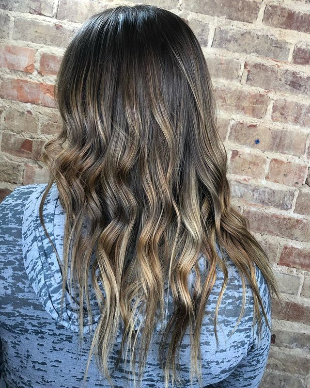 Getting @kiki_frisch hair ready for summer🏖🐙🌞🌸 #sodacityhairstylist #blondehair #803hairstylist #metropolissalonsc #showmethebalayage #balayage #colahairstylist #columbiascstylist #naturalbalayage  #columbiaSc #SodaCity
