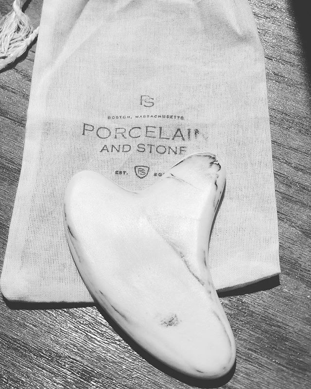 I get excited over the simple things that can have profound effect on the skin...Gua Sha❤️. @porcelainandstone this is just gorgeous ❤️! #guasha #facialdetox