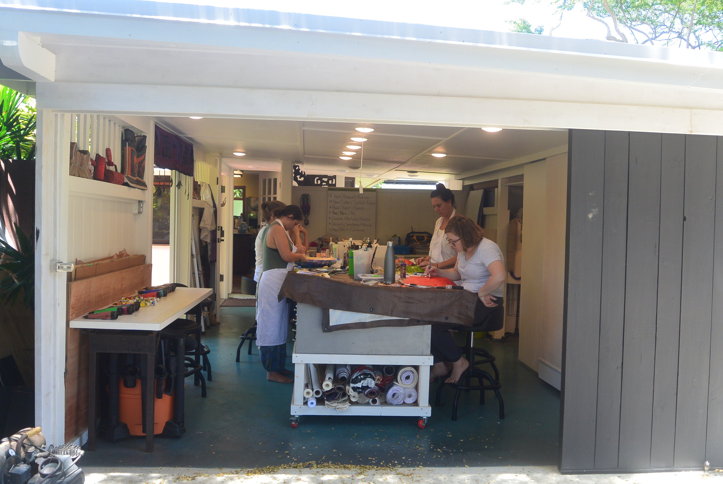 Workshops and Retreats - These art events are designed to be informative and therapeutic. As a trained art educator and art therapist, I am dedicated to your artistic learning and your personal journey. Located at the Kailua Art Therapy Studio or away.