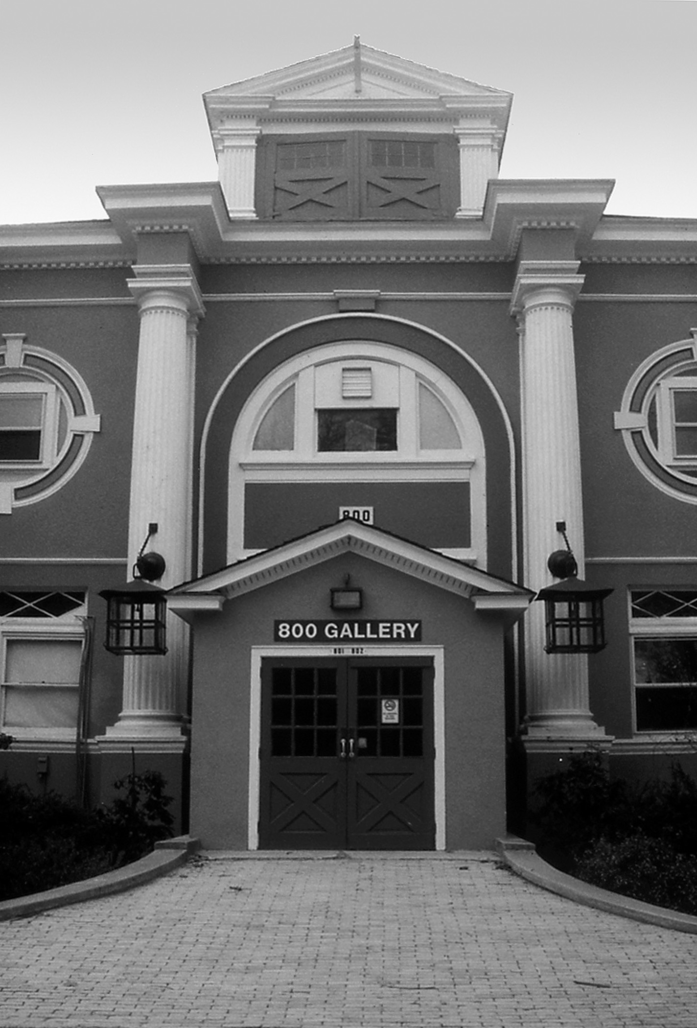 800 Gallery 1.jpg