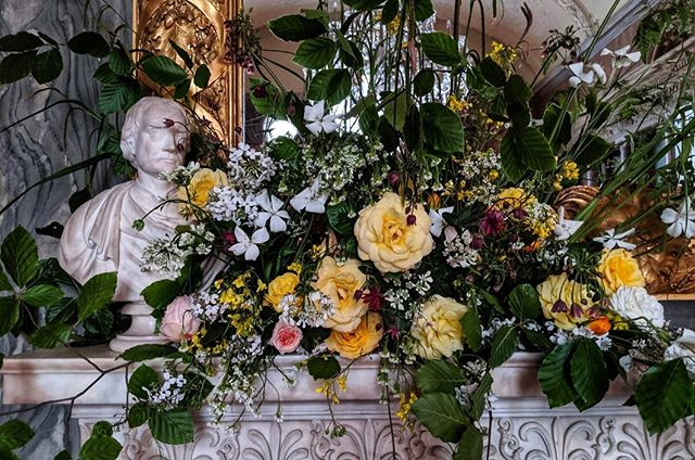 Oh May what a lean month you are! Thank god for the roses, coriander and orlaya. All grown by us apart from the lovely Corncockle - ours is standing tall but as yet not in bloom so we snaffled these and extra hesperis stems from our friends @gillyflorist 💖 A mantelpiece of late #springflowers we put together last night for @ciwem at Drapers' Hall in the heart of the city 🌃 Have a lovely weekend all - we're having this one off! 😴