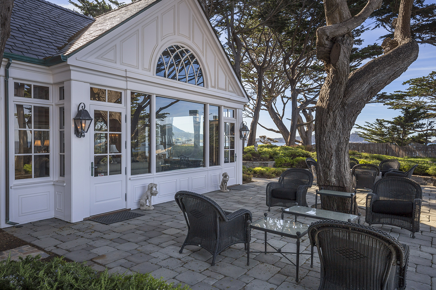 6 Ocean View - panelled gable end with bevelled glass arched window and curved muntins.jpg