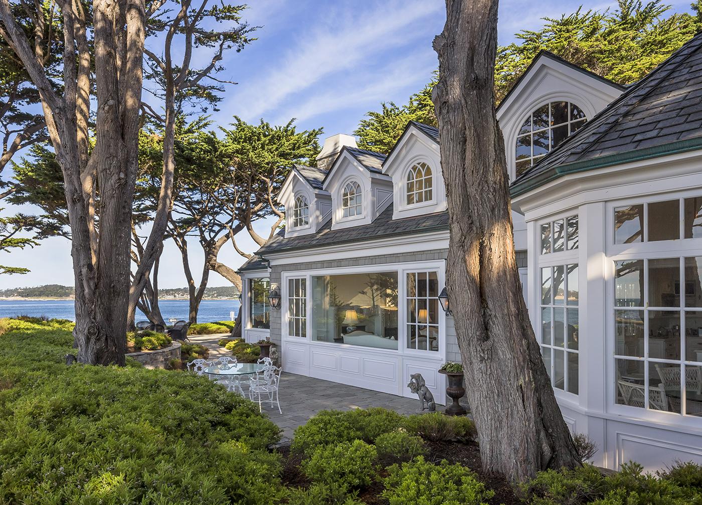 7 Ocean View - panelled dormers and custom glazing.jpg