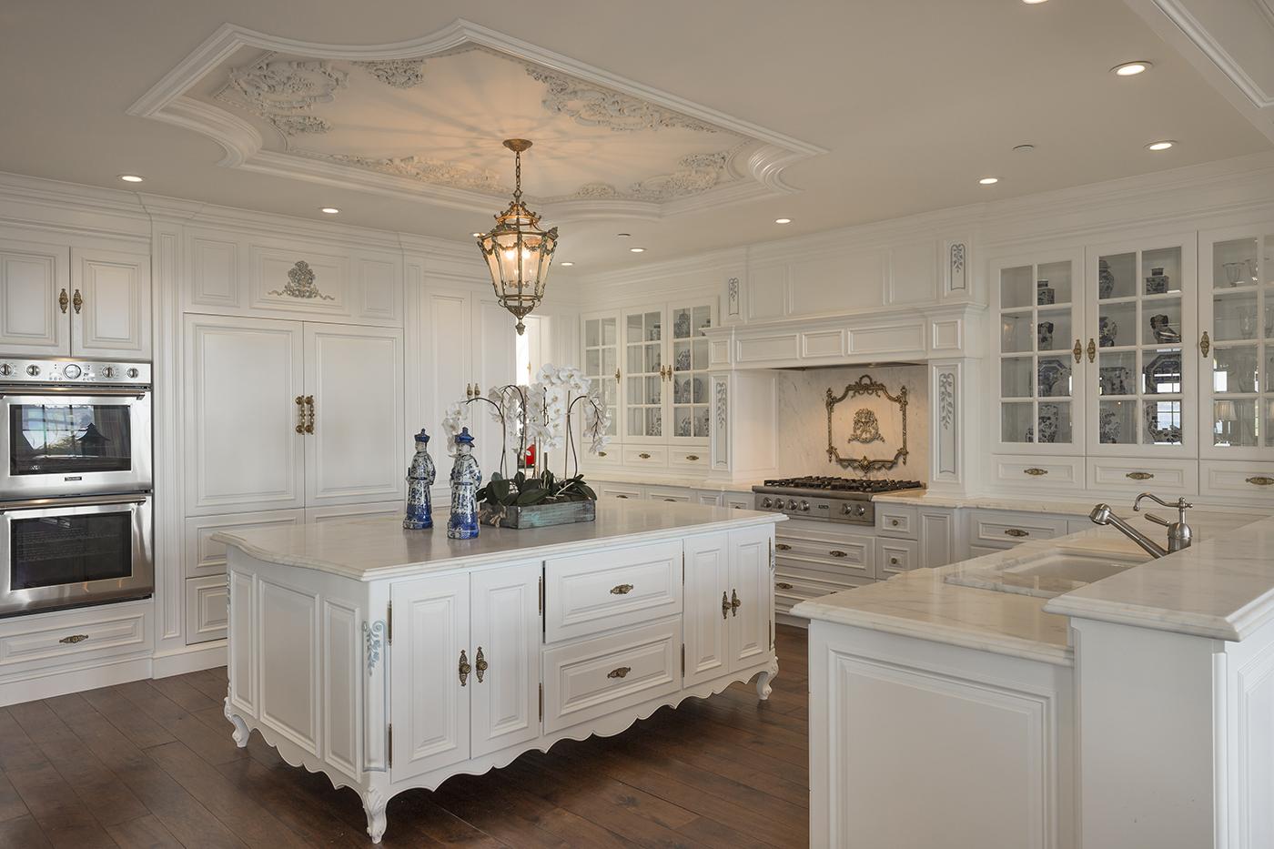 13 Ocean View - Kitchen.jpg