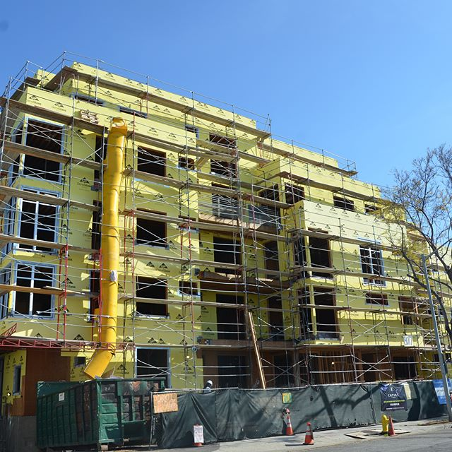 Empire at Norton is coming along! Construction is scheduled to be complete by this fall! Check out www.empireatnorton.com to learn more! 🏢🌇 #realestate #losangeles #westhollywood #apartment #luxury #luxurylifestyle #luxuryhomes #luxurydesign #apartmentsforrent #rent #multifamily #design #modern #contemporarydesign #family #construction #development #realestateinvestor #realestatedeveloper #realestatedevelopement #realestateexperts #realestatesales #home #lifestyle #constructionworker #renters #homeowners #empirepropertygroup #empireproperties #architecture