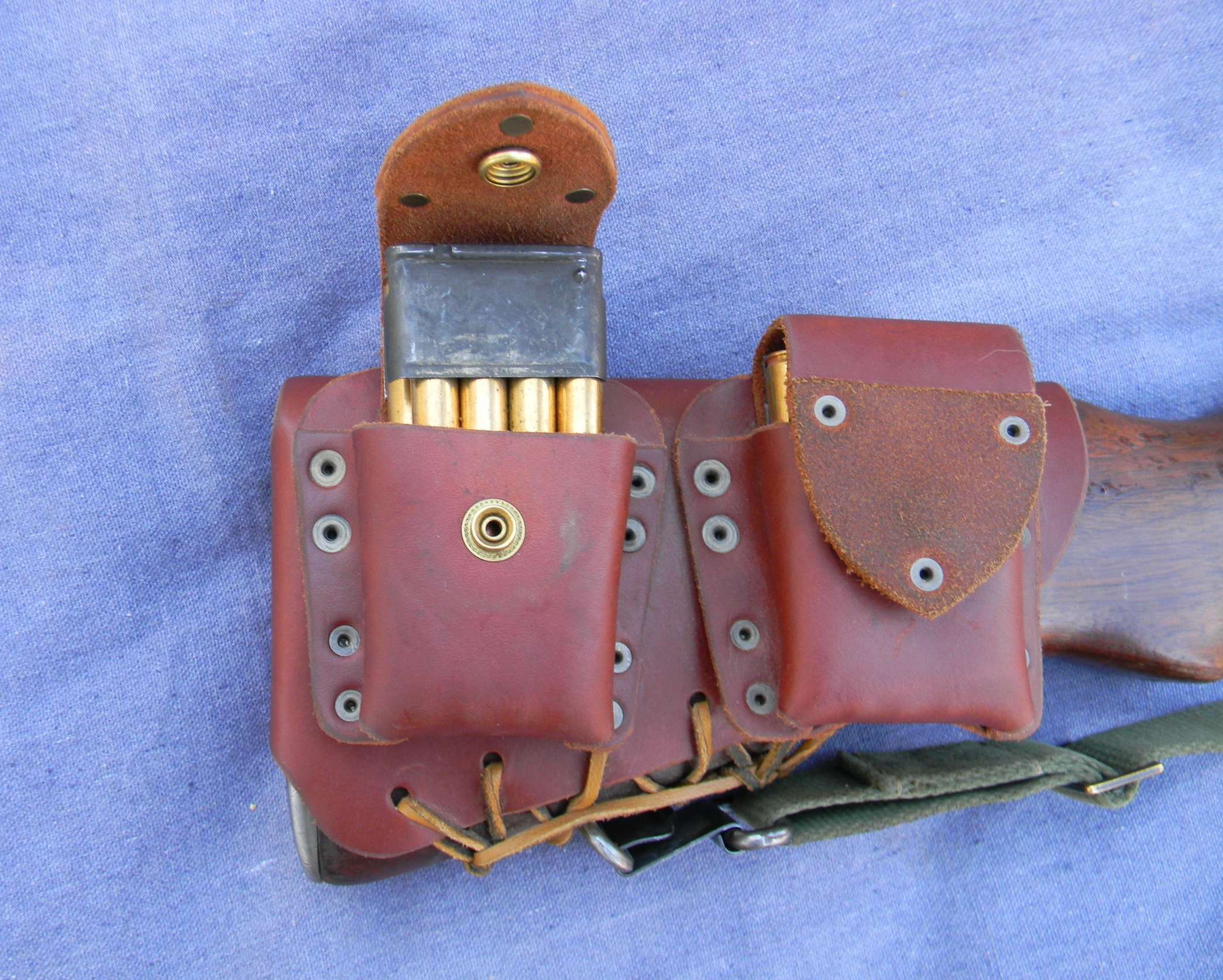 Profiled Pouches - The Stock Pocket pouches are fitted to the loaded Enblock clip and secured with round pointed leather covered snap flaps. Enblocks easily drop into place and pouches are low cut to give a good grab on the clips, for quick reloading.The doubled leather ends are stiff and easy to open and close, securing each clip in its pouch.