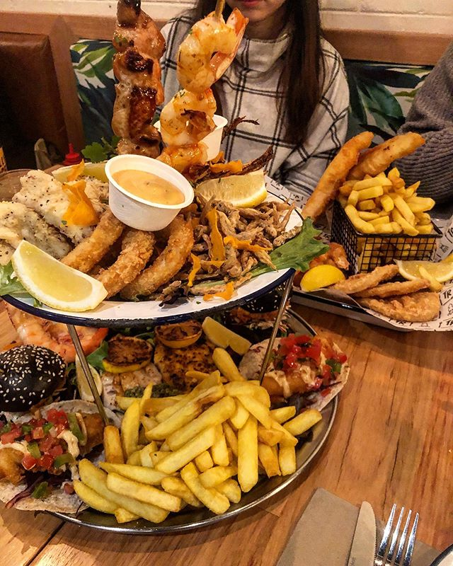 What Friday's mean to me - Allowing myself to eat ridiculously tall stacks of fried food out of pure indulgence and ignore the fact I'm on a wedding diet 😂. THIS WAS AMAZING and peak #fatlyf ❤️