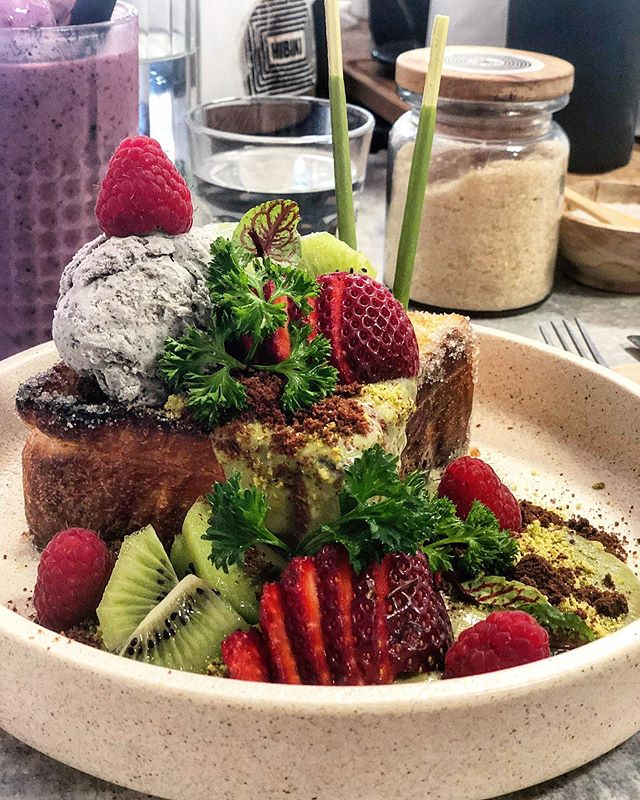 I'M READY FOR MY CLOSE UP 📸 Few brunch dishes are deserving of a camera close up but damn this textural delight was worth it. I'm not normally a fan of matcha flavours but the balance played out on this dish was magical...this Honey Toast is a must get at @hibiki.melbourne !!! 🍯 🥰