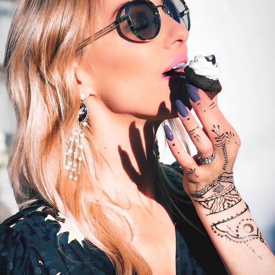 LA's premiere henna tattoo service for temporary body art. -