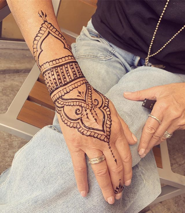 tattoo for my mommy @shandlercat ! The perks of having a daughter who is a henna artist 😊  @freshjagua