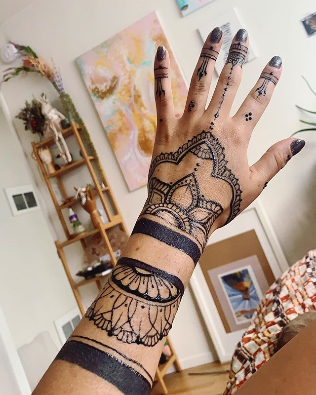 Finally tatted myself.  Was over due for a nice detailed piece. Who would rock this for a week?  @freshjagua #handtattoo #henna #art #la #laevents #losangelesartist